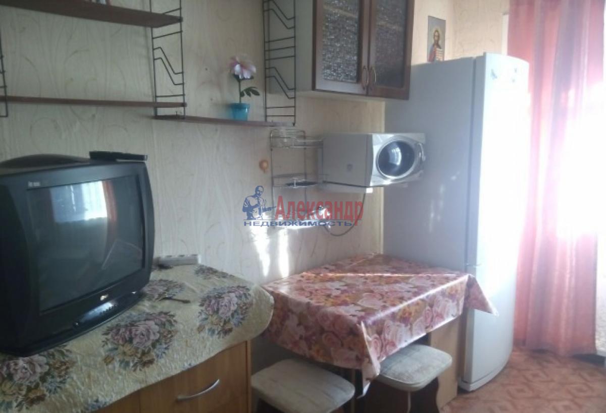 Комната в 3-комнатной квартире (60м2) в аренду по адресу Ветеранов пр., 58— фото 2 из 2