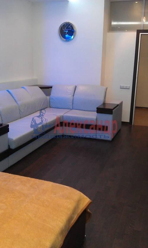 1-комнатная квартира (60м2) в аренду по адресу Коломяжский пр., 15— фото 6 из 19