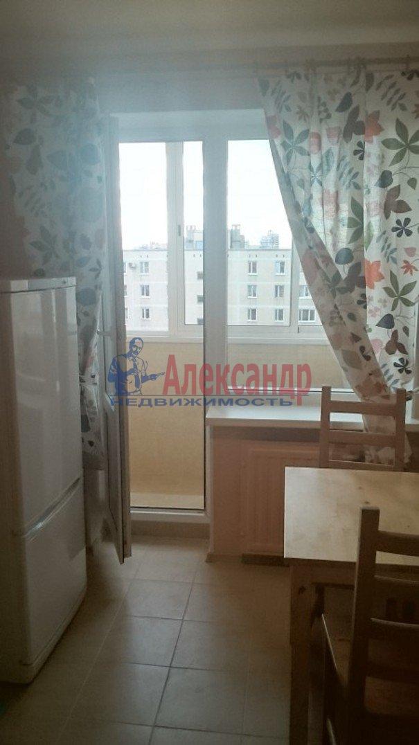 2-комнатная квартира (54м2) в аренду по адресу Ярослава Гашека ул., 15— фото 1 из 10