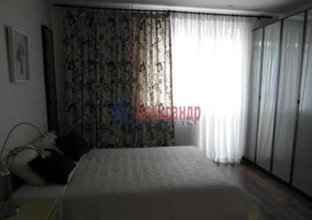 2-комнатная квартира (65м2) в аренду по адресу Бухарестская ул., 118— фото 2 из 3