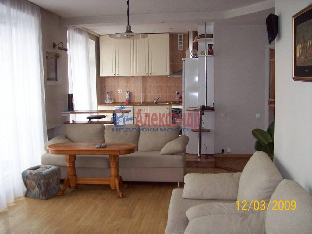 2-комнатная квартира (50м2) в аренду по адресу Петровская наб., 4— фото 1 из 10