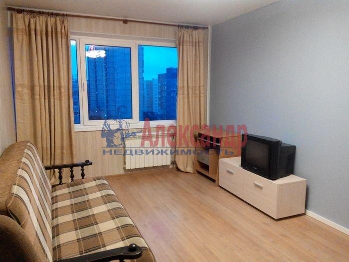 1-комнатная квартира (35м2) в аренду по адресу Демьяна Бедного ул., 2— фото 1 из 10