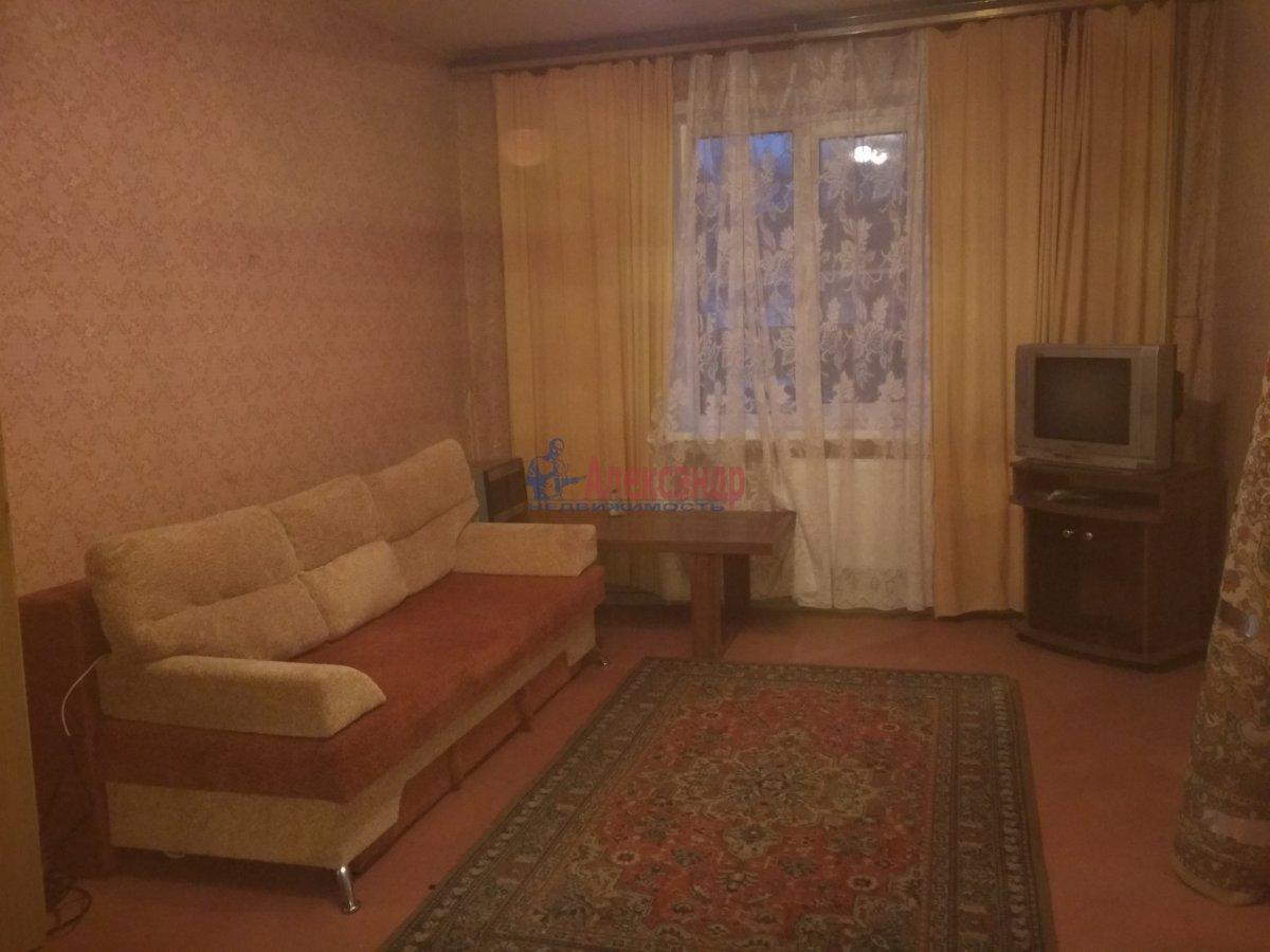 2-комнатная квартира (51м2) в аренду по адресу Малая Карпатская ул., 23— фото 1 из 5