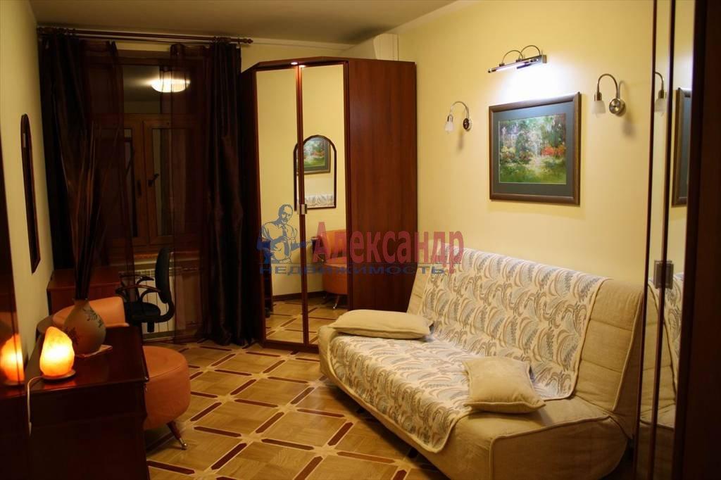 2-комнатная квартира (60м2) в аренду по адресу Мытнинская наб., 7/5— фото 4 из 10