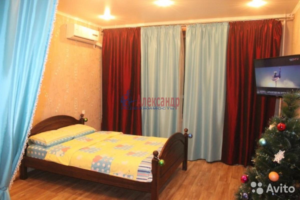 1-комнатная квартира (40м2) в аренду по адресу Русановская ул., 17— фото 1 из 8