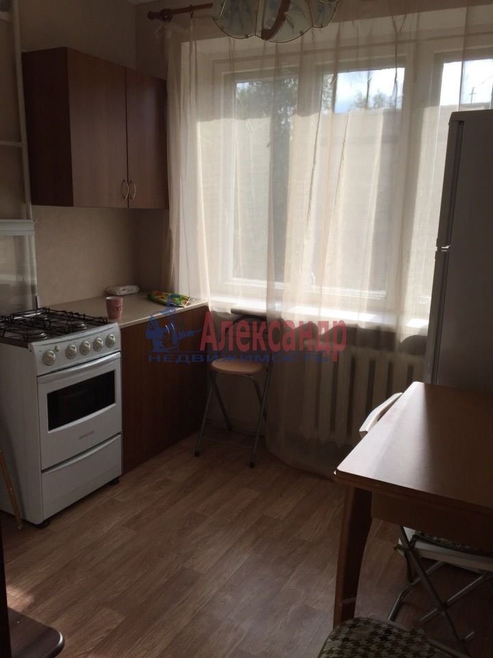 1-комнатная квартира (38м2) в аренду по адресу Маршала Говорова ул., 16— фото 1 из 4