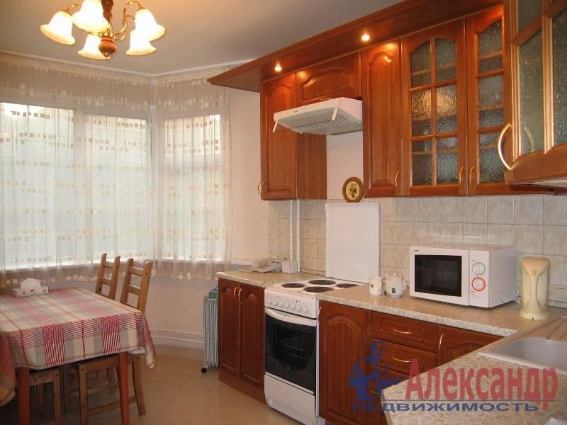 3-комнатная квартира (87м2) в аренду по адресу Дыбенко ул., 32— фото 4 из 4