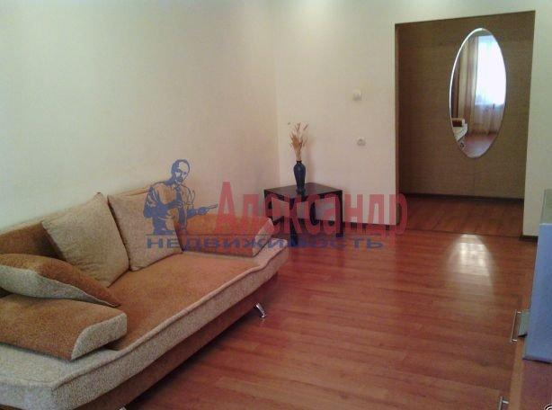 1-комнатная квартира (40м2) в аренду по адресу Новоколомяжский пр., 4— фото 3 из 4