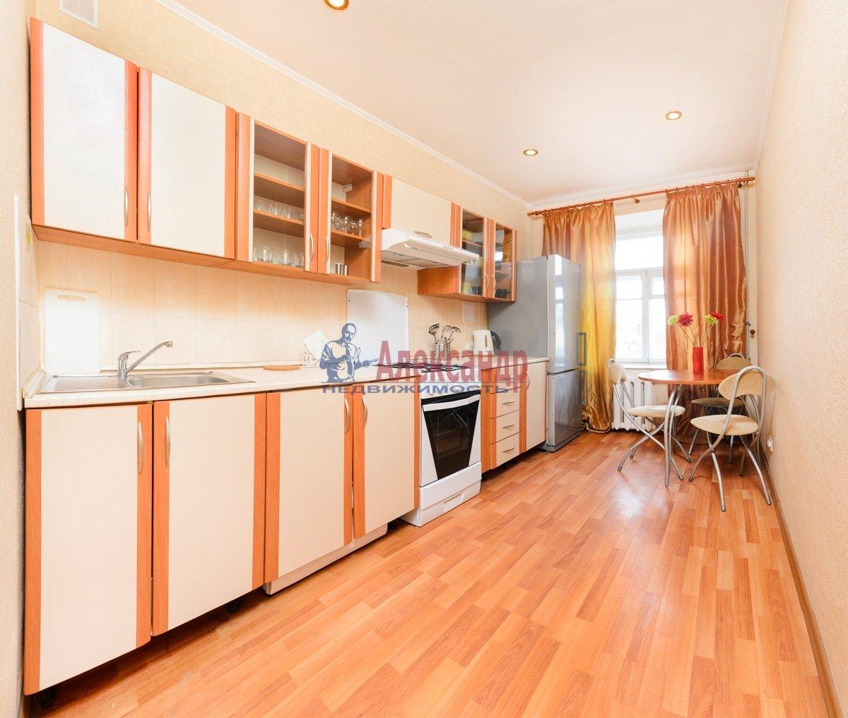 3-комнатная квартира (120м2) в аренду по адресу Правды ул., 5— фото 2 из 12