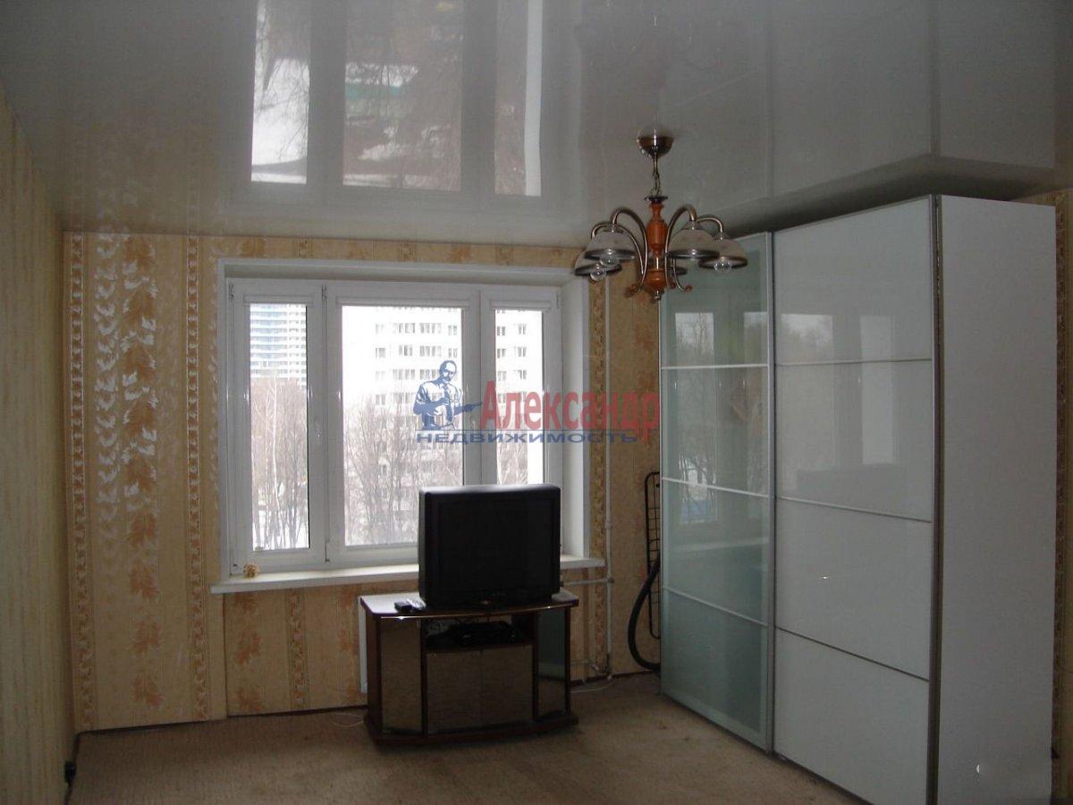 1-комнатная квартира (39м2) в аренду по адресу Новоизмайловский просп., 44— фото 2 из 4