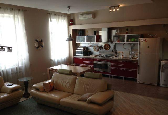 2-комнатная квартира (65м2) в аренду по адресу Обводного канала наб., 51— фото 1 из 2