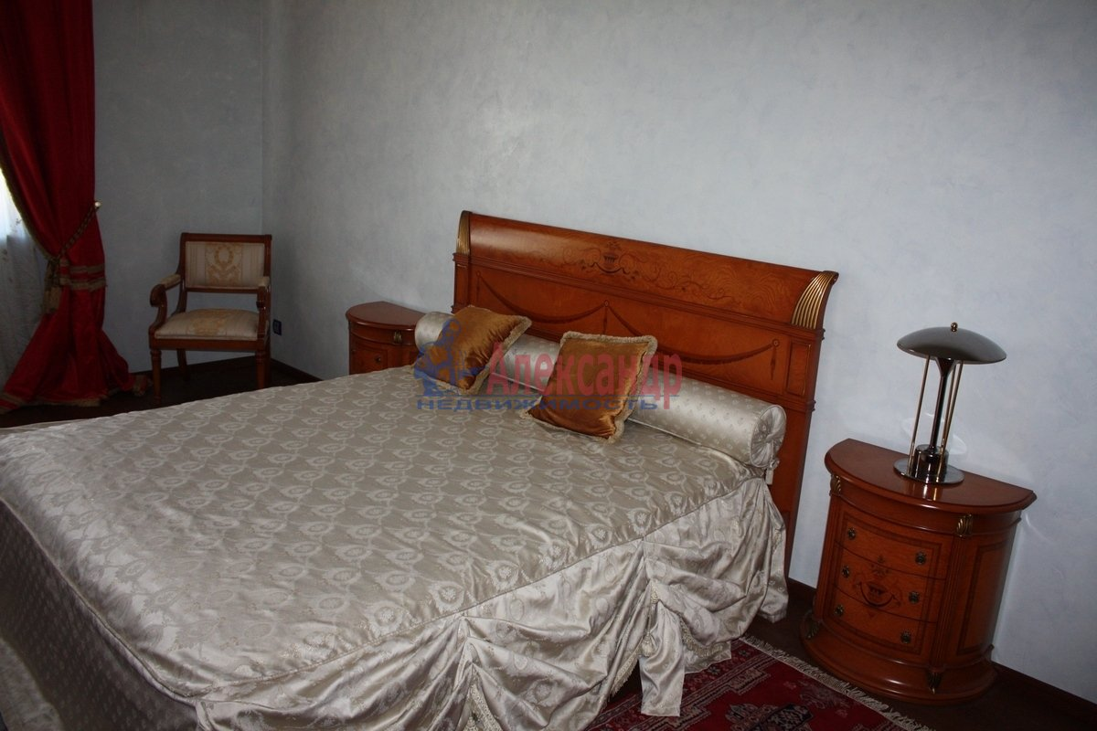 2-комнатная квартира (80м2) в аренду по адресу Караванная ул., 3— фото 1 из 6