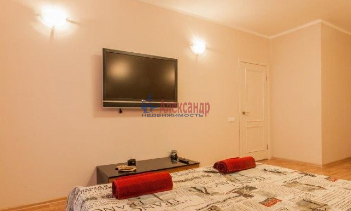 1-комнатная квартира (38м2) в аренду по адресу Солидарности пр., 25— фото 1 из 5
