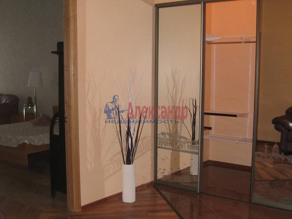 2-комнатная квартира (100м2) в аренду по адресу Невский пр., 158— фото 4 из 10