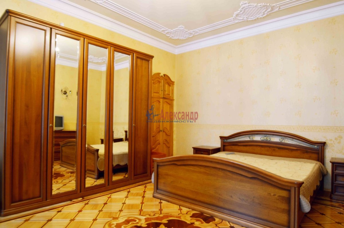 1-комнатная квартира (35м2) в аренду по адресу Социалистическая ул., 4— фото 1 из 3
