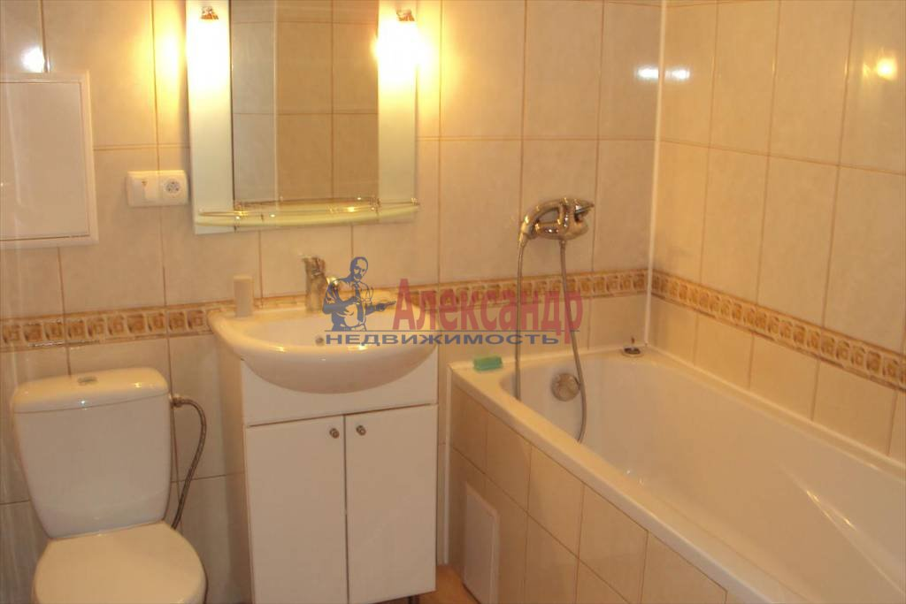 2-комнатная квартира (58м2) в аренду по адресу Коломяжский пр., 28— фото 3 из 4