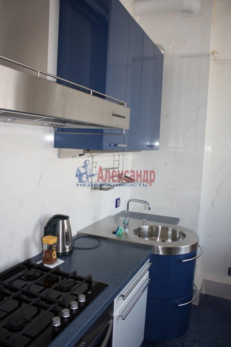 2-комнатная квартира (80м2) в аренду по адресу Караванная ул., 3— фото 3 из 6