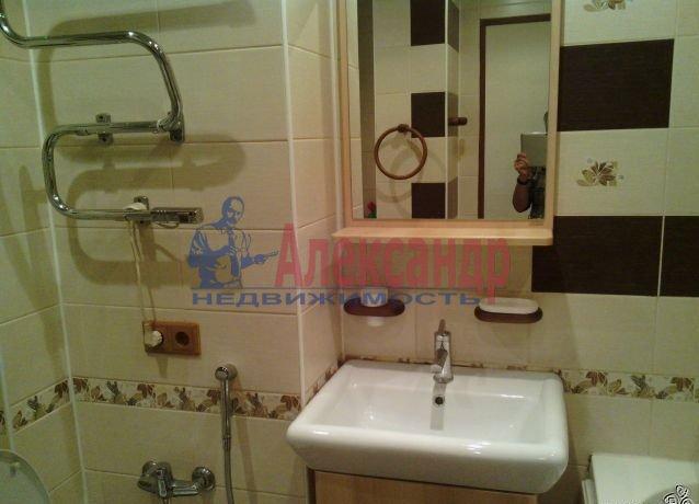 1-комнатная квартира (40м2) в аренду по адресу Новоколомяжский пр., 4— фото 4 из 4