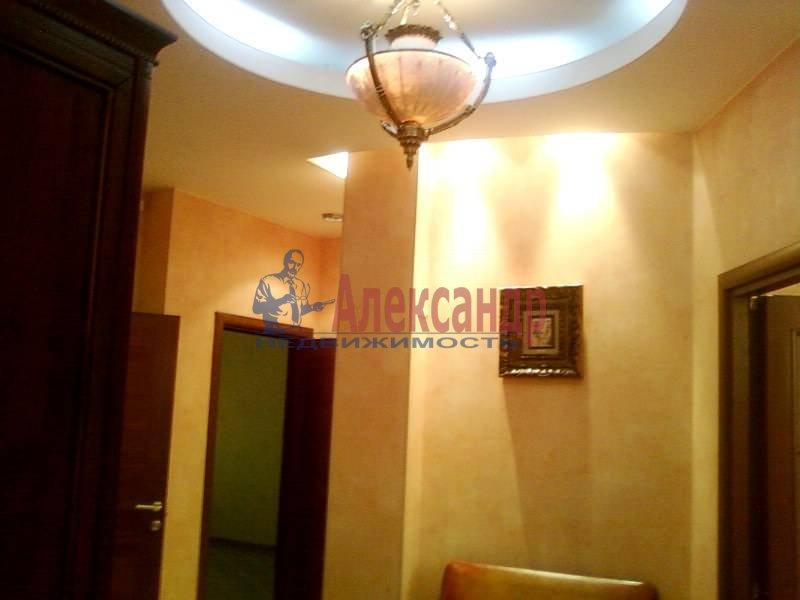 3-комнатная квартира (140м2) в аренду по адресу Петровский пр., 1— фото 1 из 12