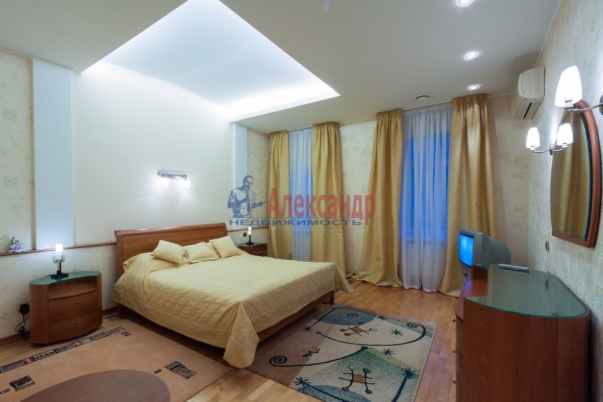 2-комнатная квартира (108м2) в аренду по адресу 3 линия В.О.— фото 2 из 9