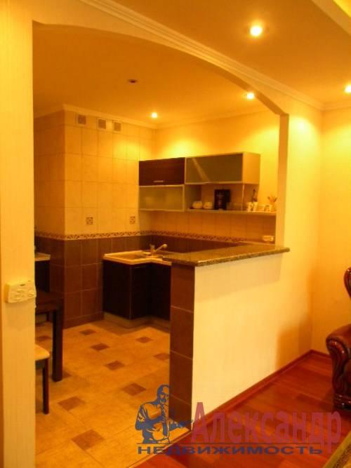 2-комнатная квартира (74м2) в аренду по адресу Декабристов ул., 16— фото 1 из 10