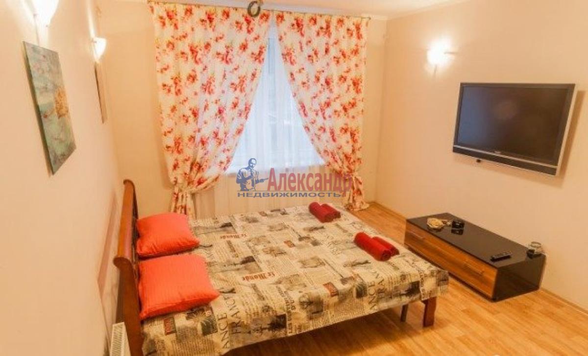 1-комнатная квартира (38м2) в аренду по адресу Солидарности пр., 25— фото 2 из 5