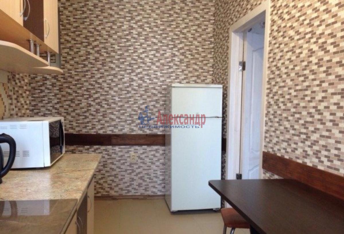 Комната в 3-комнатной квартире (75м2) в аренду по адресу 12 линия В.О., 19— фото 2 из 4