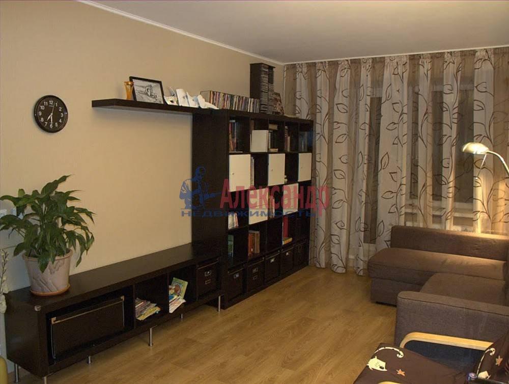 2-комнатная квартира (65м2) в аренду по адресу Бутлерова ул., 40— фото 1 из 14