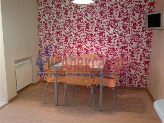 1-комнатная квартира (40м2) в аренду по адресу Автовская ул., 15— фото 1 из 4