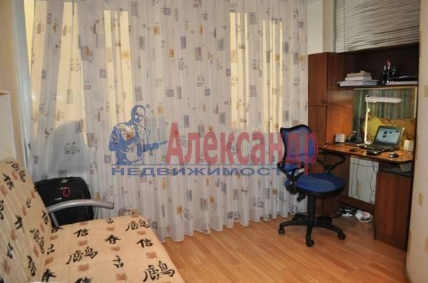 2-комнатная квартира (69м2) в аренду по адресу Кузнечный пер., 19— фото 3 из 5