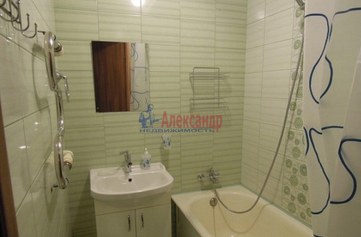 2-комнатная квартира (70м2) в аренду по адресу Просвещения пр., 99— фото 4 из 6