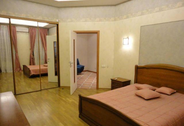 3-комнатная квартира (90м2) в аренду по адресу Большой пр., 76— фото 1 из 4