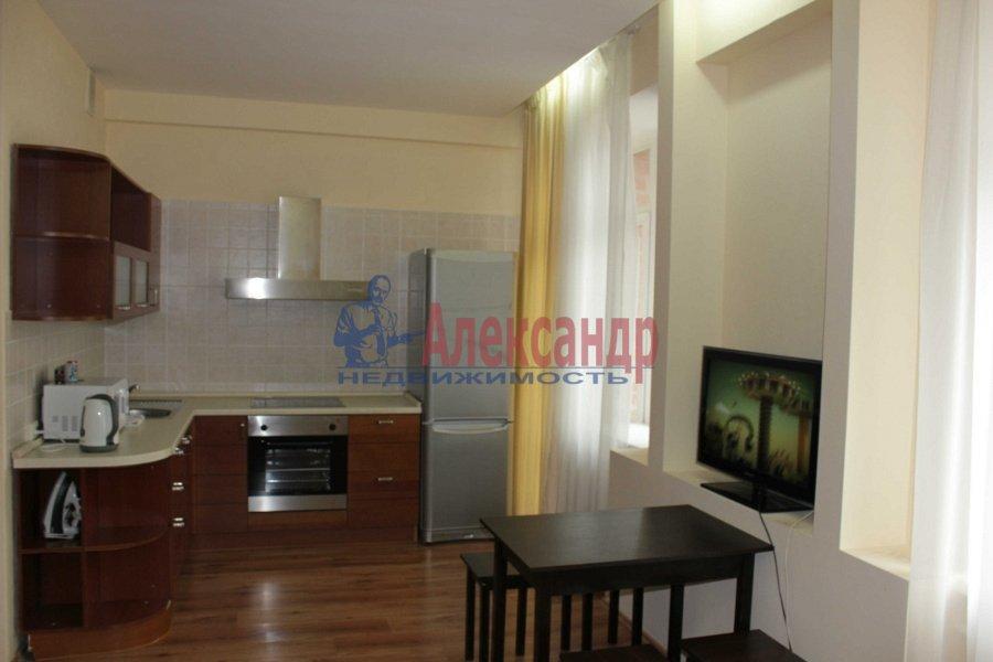 2-комнатная квартира (100м2) в аренду по адресу Гангутская ул., 6— фото 1 из 5