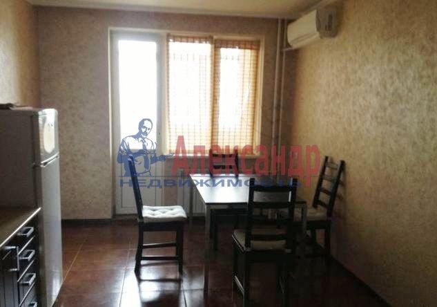2-комнатная квартира (60м2) в аренду по адресу Маршала Казакова ул., 26— фото 2 из 6