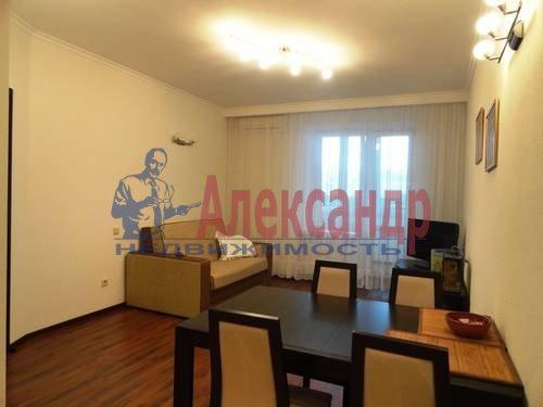 2-комнатная квартира (75м2) в аренду по адресу Есенина ул., 1— фото 2 из 7