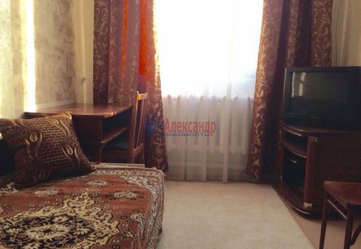 Комната в 3-комнатной квартире (75м2) в аренду по адресу 12 линия В.О., 19— фото 3 из 4