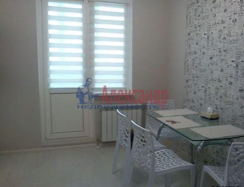1-комнатная квартира (43м2) в аренду по адресу Адмирала Трибуца ул., 7— фото 3 из 4
