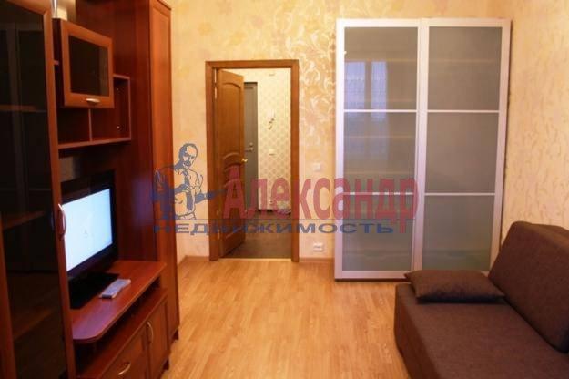 2-комнатная квартира (70м2) в аренду по адресу Композиторов ул., 12— фото 2 из 4