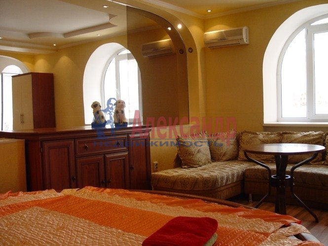 1-комнатная квартира (42м2) в аренду по адресу Белы Куна ул., 1— фото 1 из 8