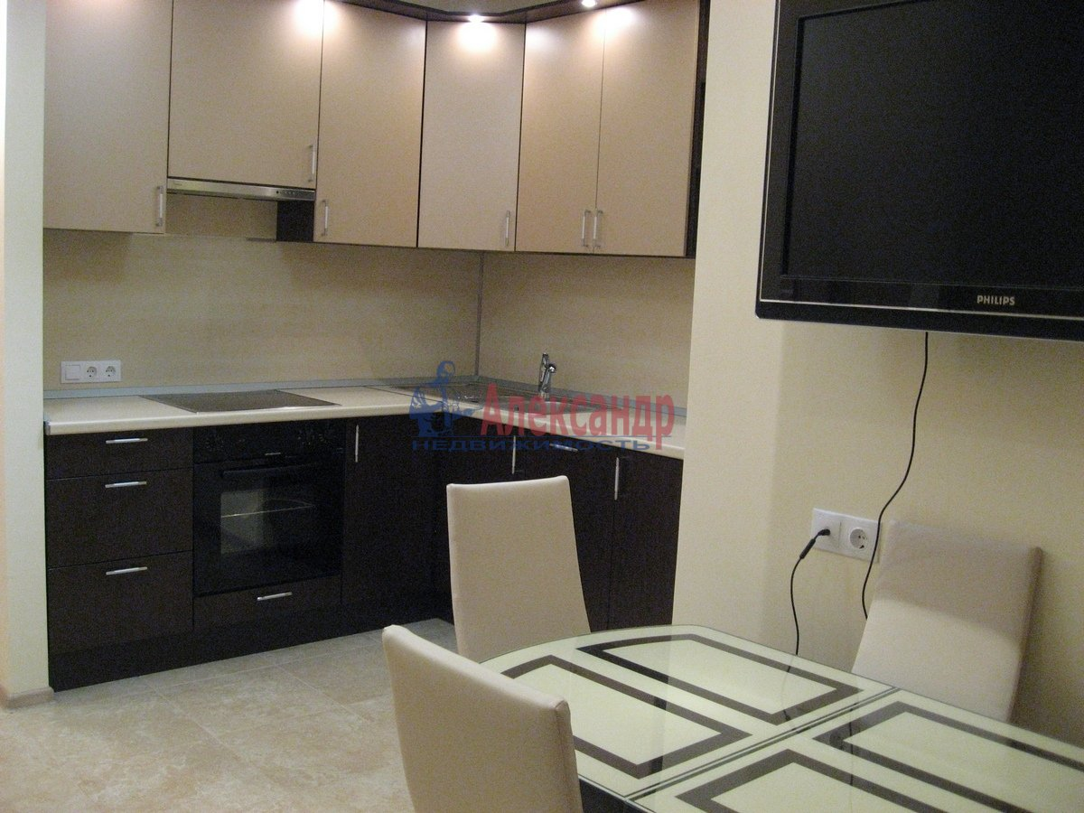2-комнатная квартира (50м2) в аренду по адресу Воскресенская наб., 4— фото 2 из 13