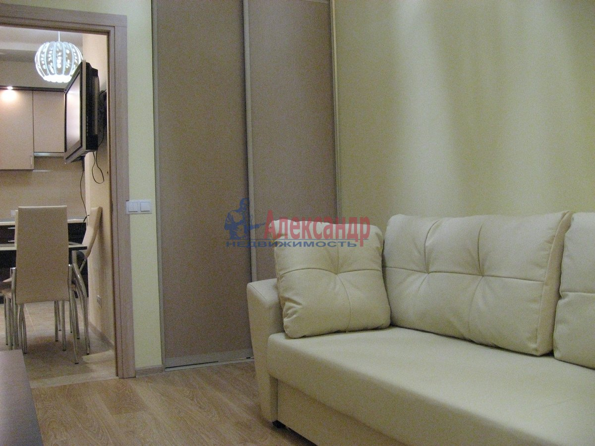 2-комнатная квартира (50м2) в аренду по адресу Воскресенская наб., 4— фото 1 из 13