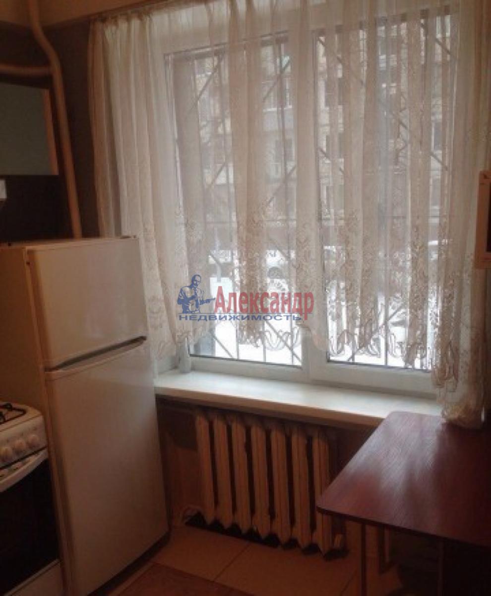 1-комнатная квартира (31м2) в аренду по адресу Ленсовета ул., 74— фото 2 из 10