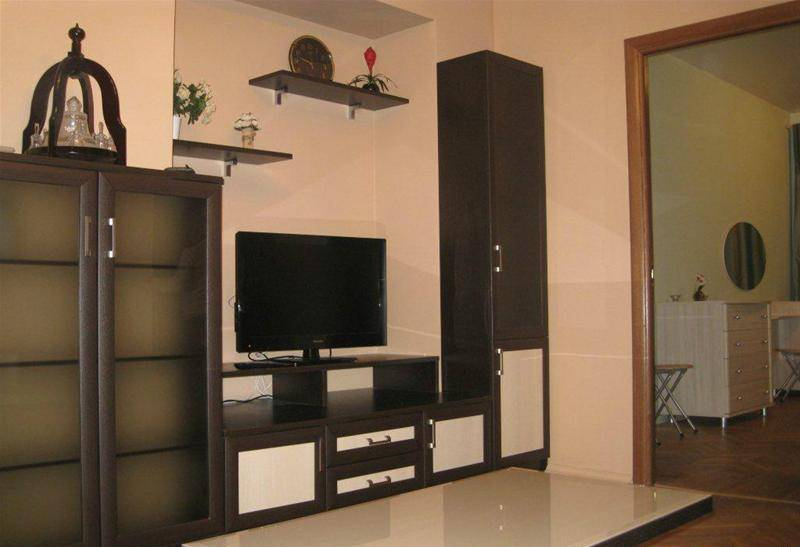 2-комнатная квартира (48м2) в аренду по адресу Антоненко пер., 3— фото 2 из 4