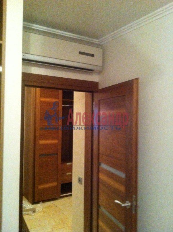 3-комнатная квартира (95м2) в аренду по адресу Стародеревенская ул., 3— фото 4 из 9