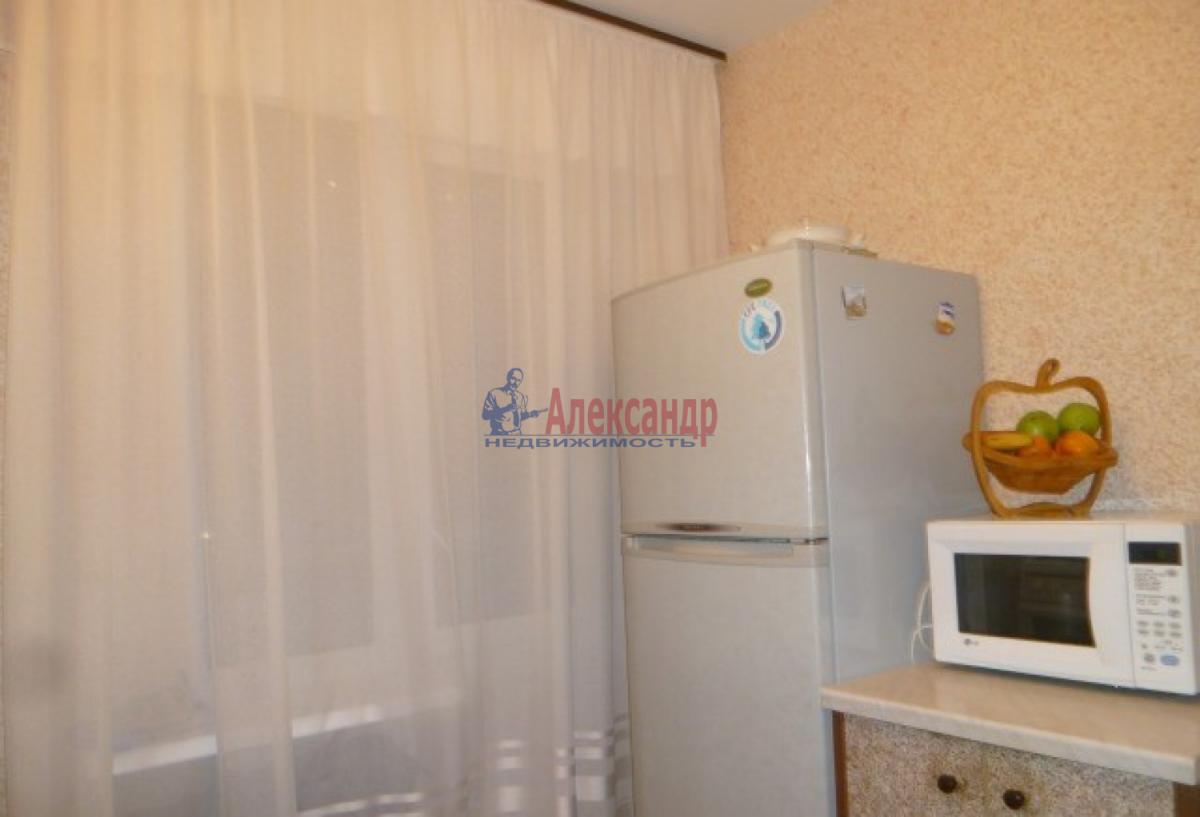 1-комнатная квартира (32м2) в аренду по адресу Ветеранов пр., 84— фото 2 из 7