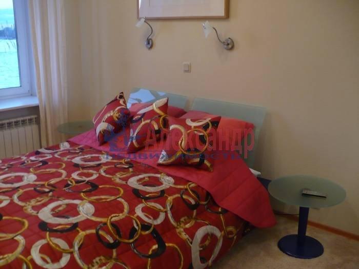 2-комнатная квартира (80м2) в аренду по адресу Кутузова наб., 30— фото 3 из 6