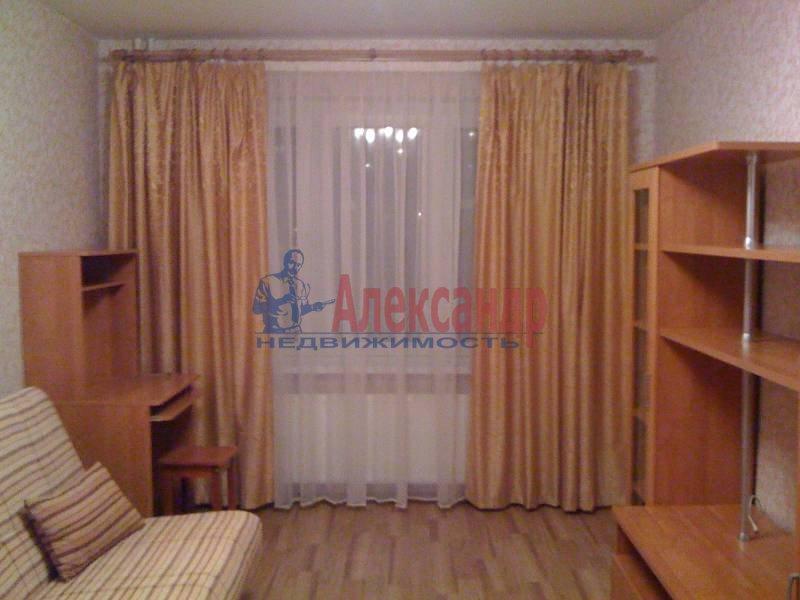 2-комнатная квартира (72м2) в аренду по адресу Космонавтов просп., 69— фото 1 из 5