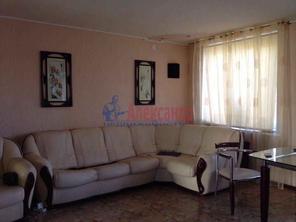 2-комнатная квартира (55м2) в аренду по адресу Рихарда Зорге ул., 5— фото 1 из 2