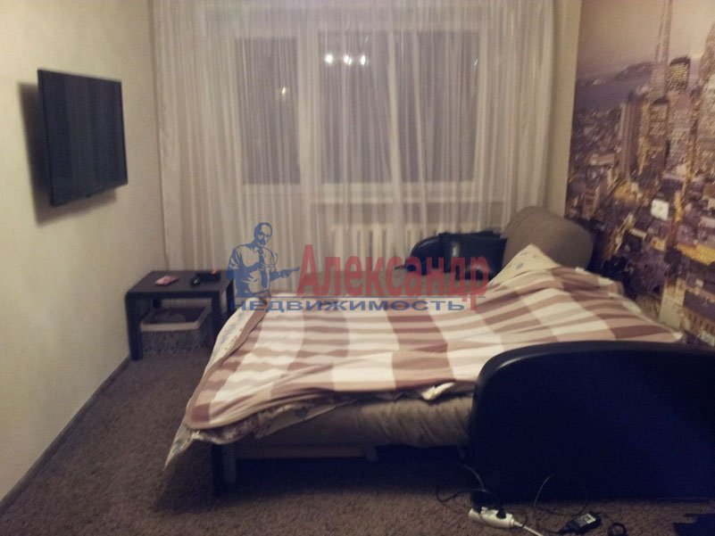 1-комнатная квартира (38м2) в аренду по адресу Ушинского ул., 15— фото 2 из 4