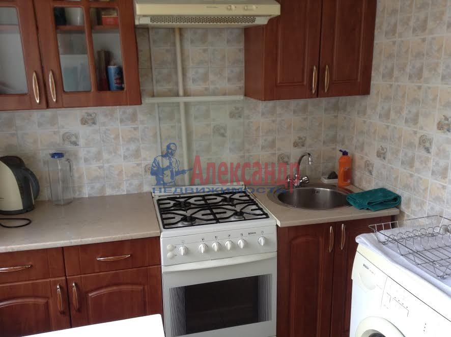 2-комнатная квартира (65м2) в аренду по адресу Художников пр., 33— фото 2 из 8